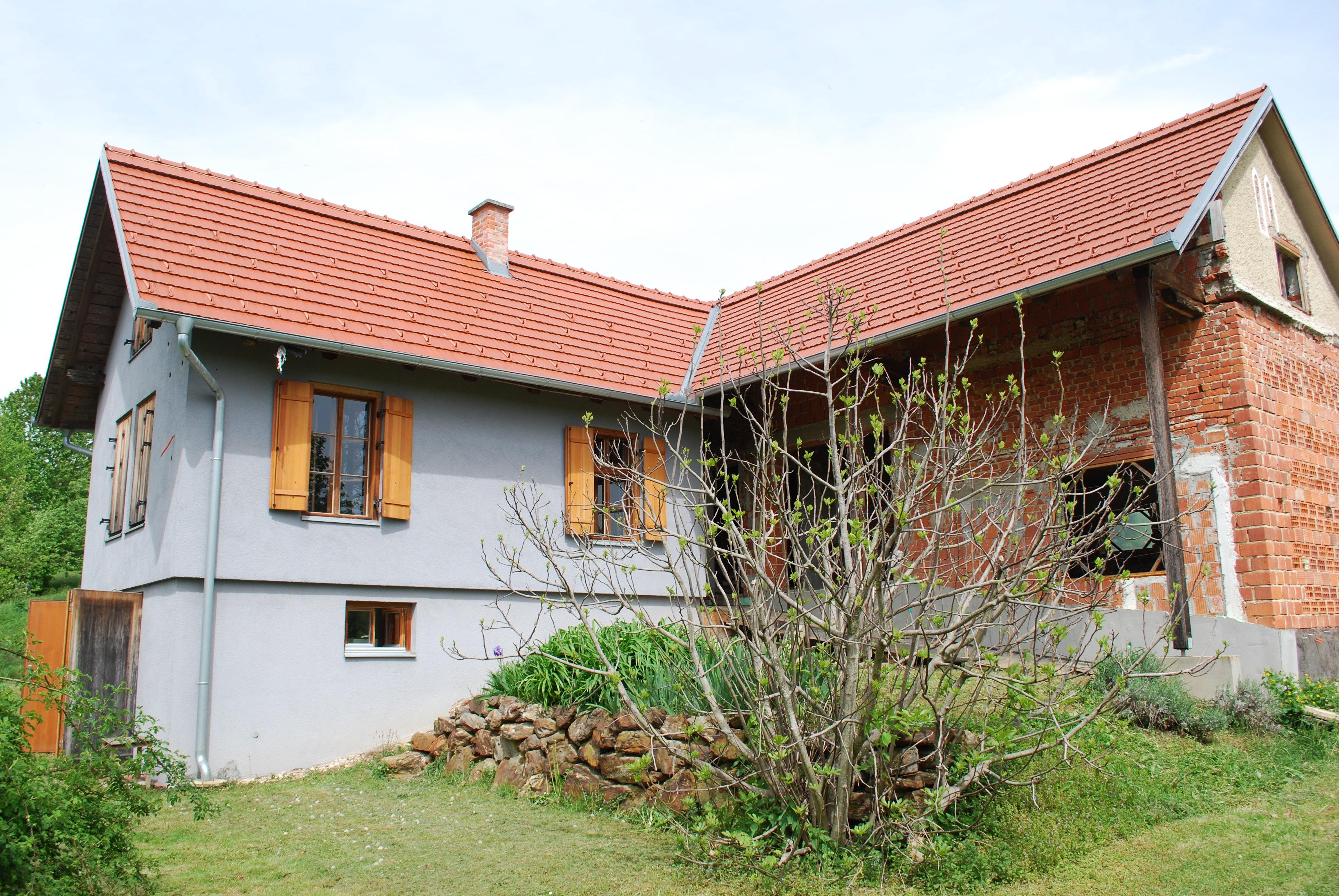 Obnovljena hiša s kmetijskim zemljiščem v Moravcih